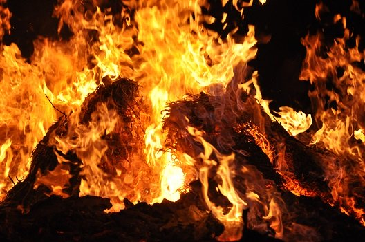 Ostersymbol Osterfeuer